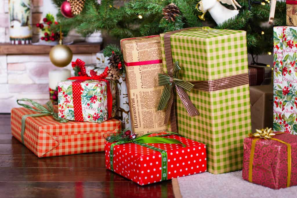 The 10 Manners Of Christmas Day for Hosts and Guests