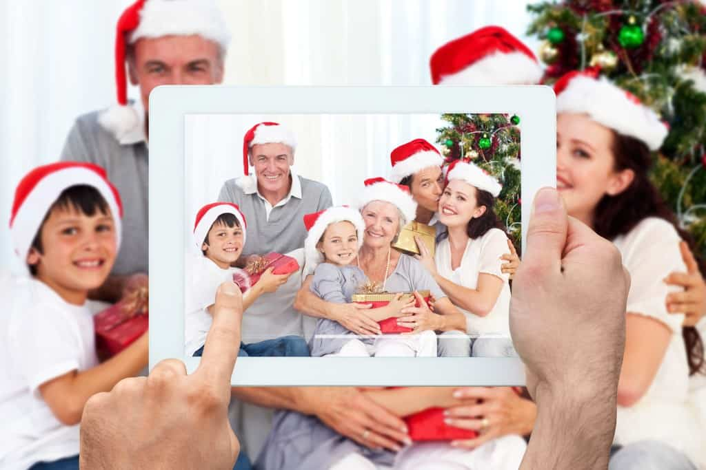 The 10 Manners for Hosts and Guests on Christmas Day