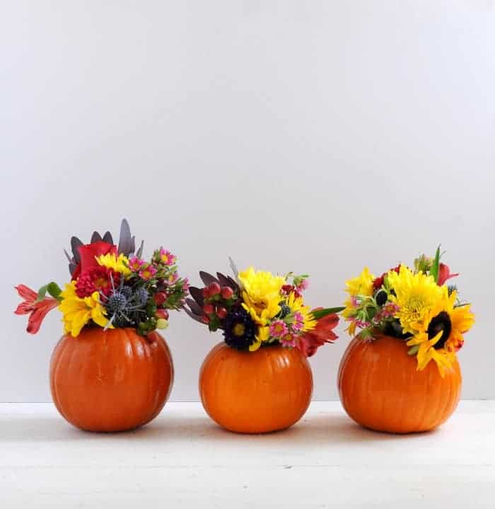 pumpkin-vases-with-fall-flowers-for-a-thanksgiving-centerpiece